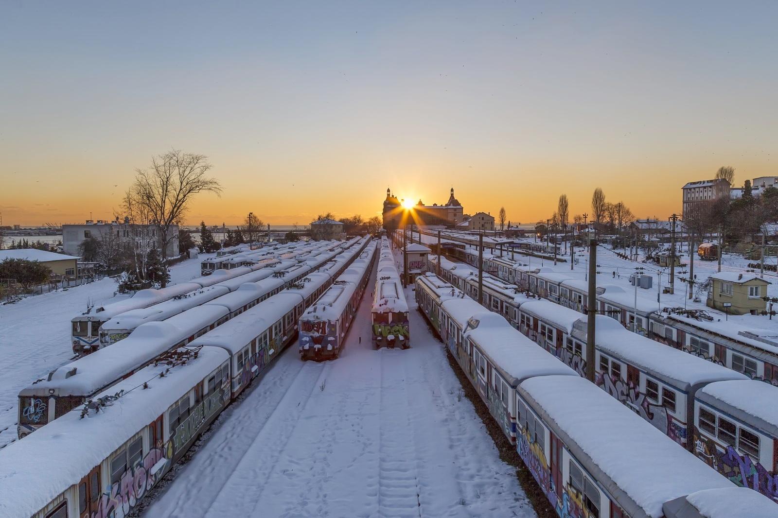 雪のハイダルパシャ駅 トルコの鉄道風景