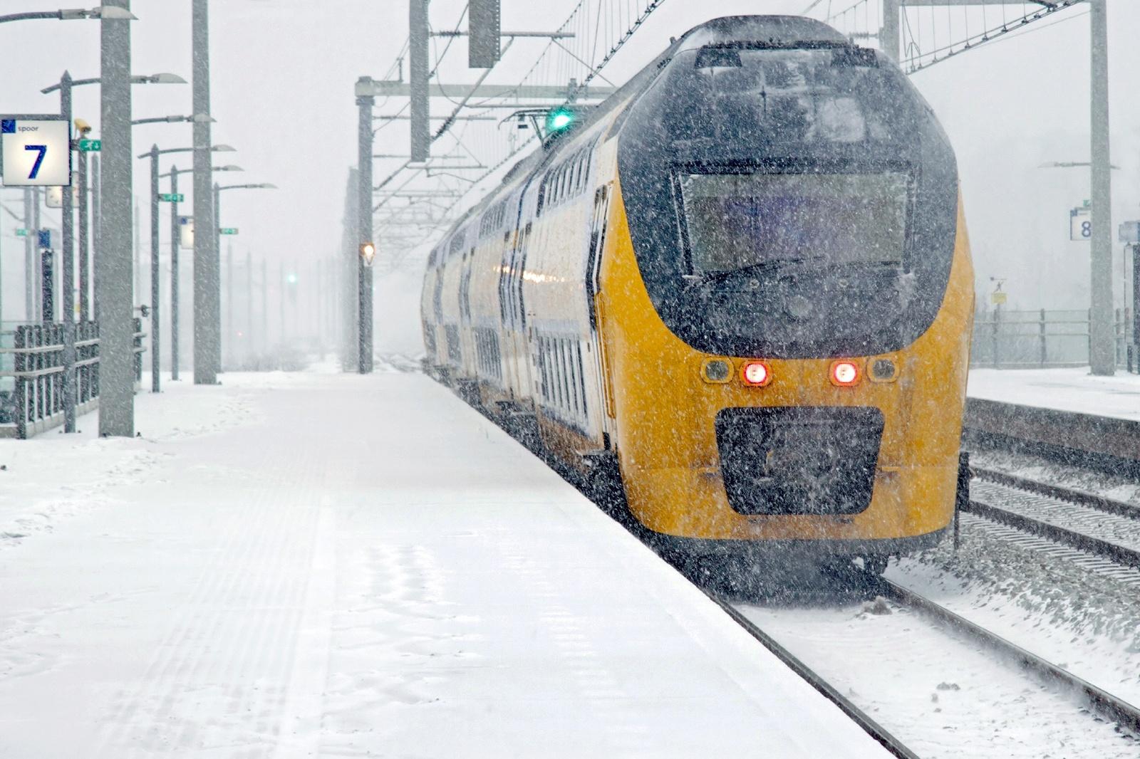 冬のアムステルダム オランダの鉄道風景