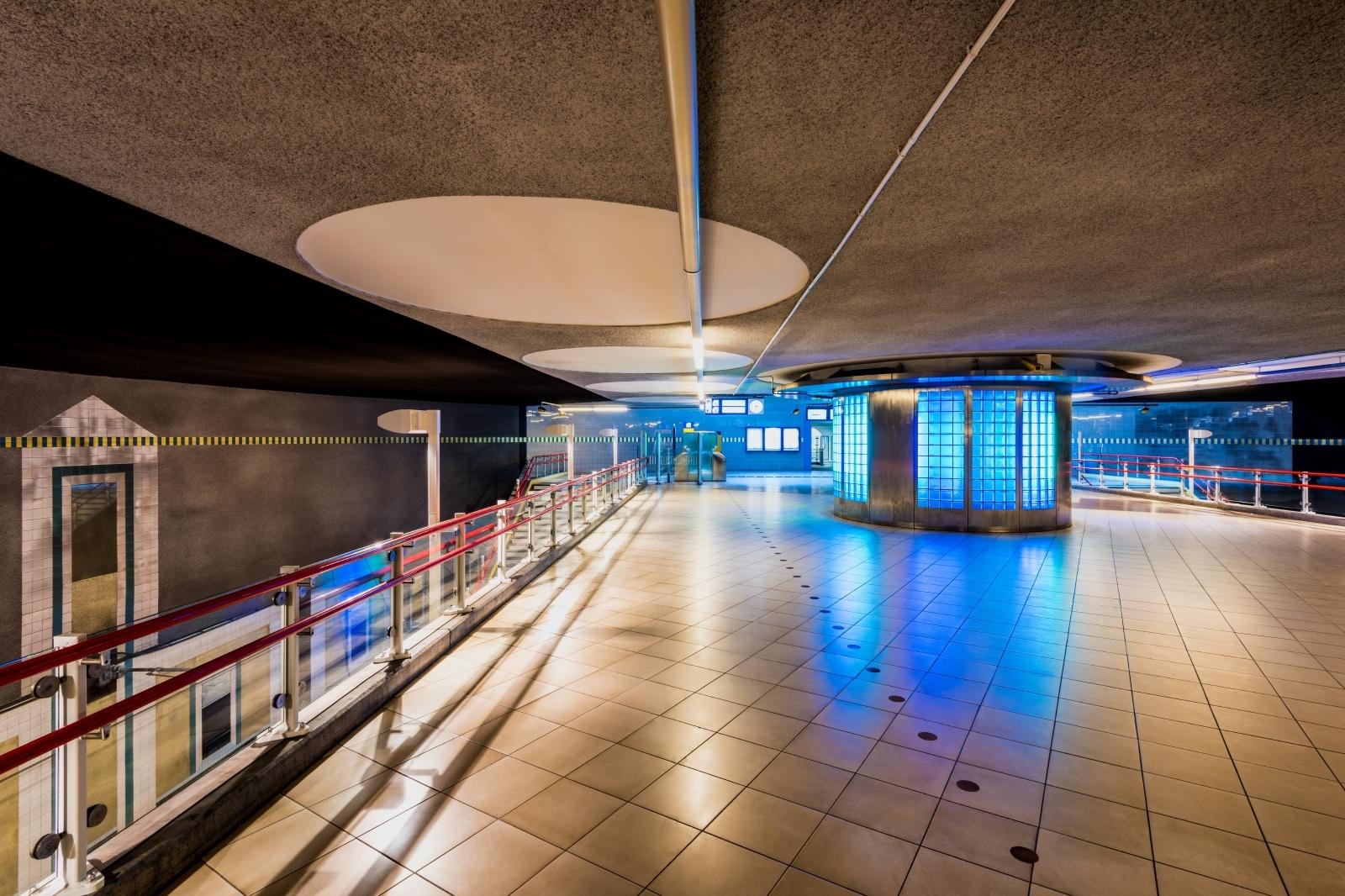 ブラーク駅の地下通路 オランダの鉄道風景