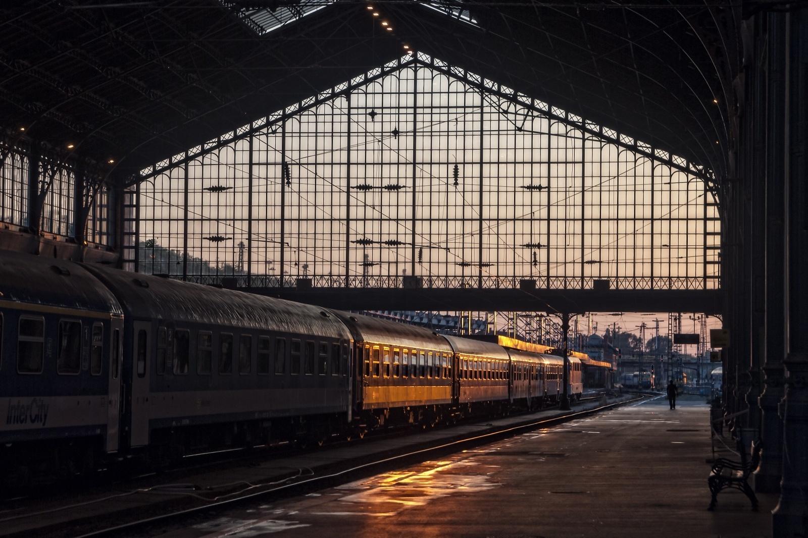 ブダペスト駅 ハンガリーの鉄道風景
