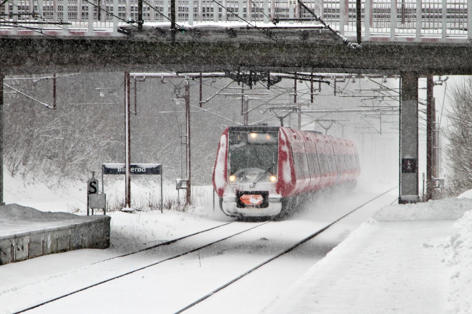 雪の中をゆく鉄道 デンマークの鉄道風景