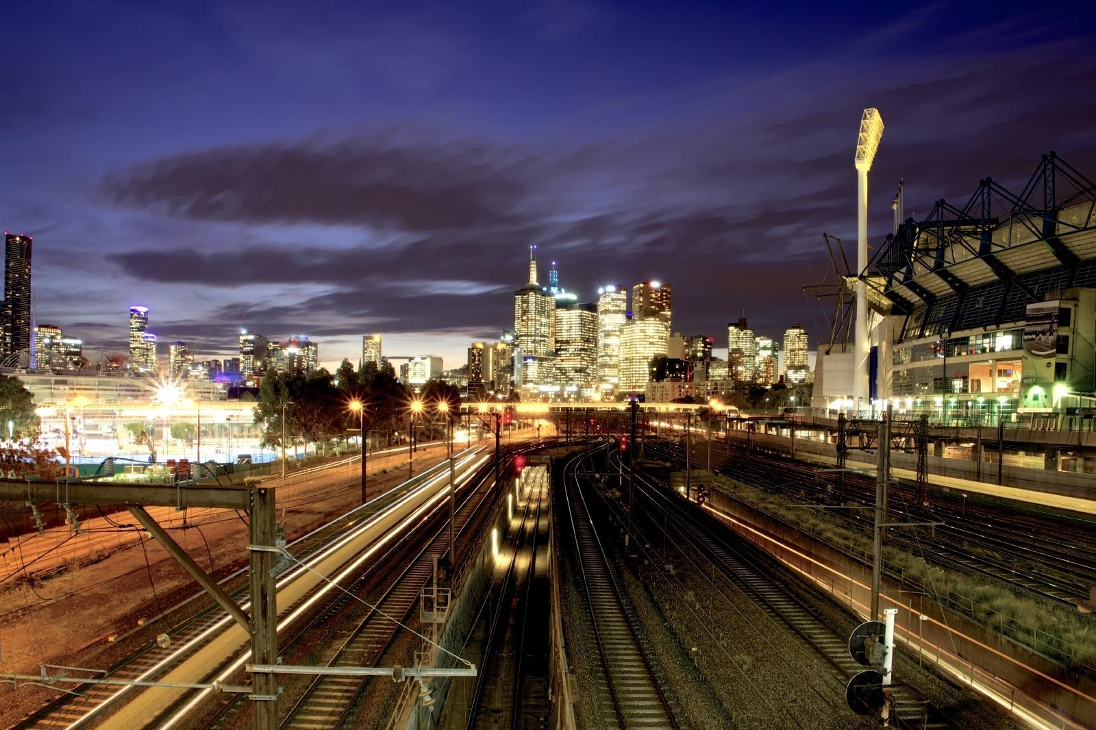 夕暮れのメルボルンの鉄道風景 オーストラリアの鉄道風景