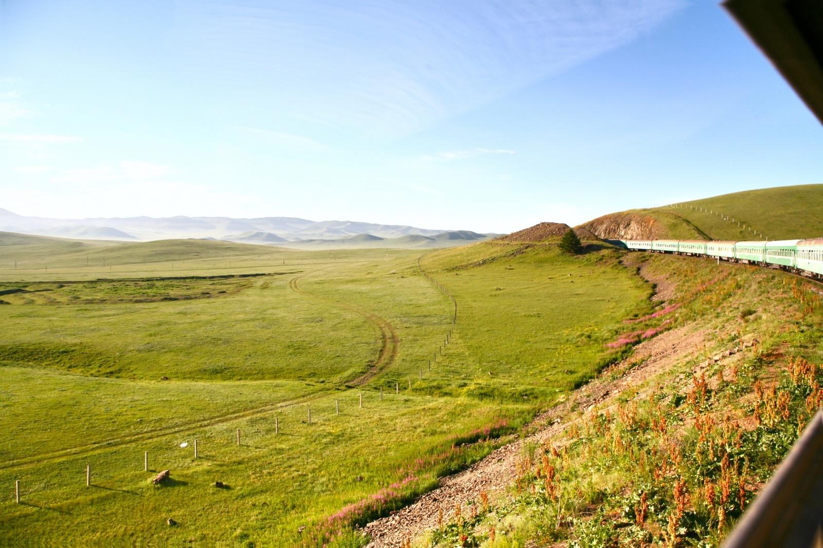 シベリア鉄道の車窓から眺める風景